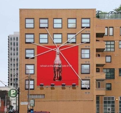 Affiche publicitaire Coca-Cola en relief à Toronto